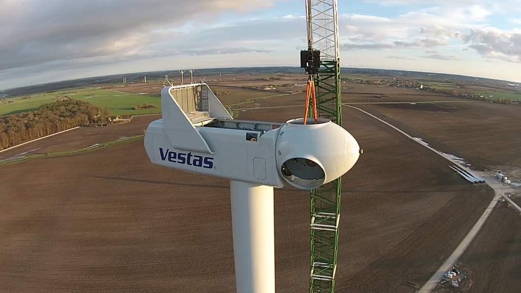 Installtion of a Vestas Turbine