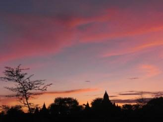 Ein Sonnenuntergang in Bagan/Myanmar