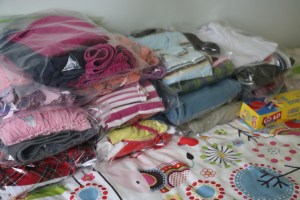 kids clothes in Ziploc bags, packing tips for kids, how to use ziploc bags childrens clothing, travel organisation