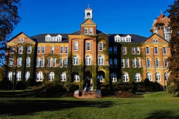 mejores universidades católicas del mundo