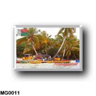 MG0011 Africa - Madagascar - Sainte Marie pirogue taxi depot