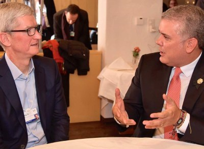 Photo: Ivan Duque and Tim Cook