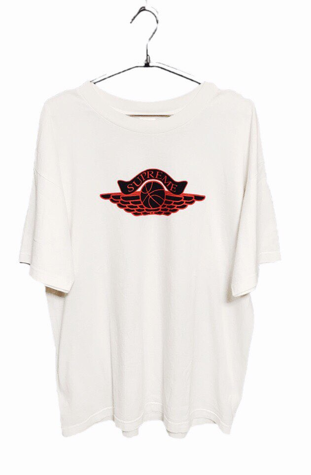 ed624a697373ed This Tee was not official collaboration. It was inspired from Famous Wing  Logo Tee. Supreme puts own logo on the front instead of Air Jordan.