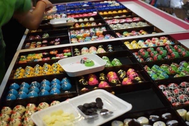 amphawa-market-chocolates-thailand