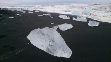Eisbrocken am Vulkanstrand