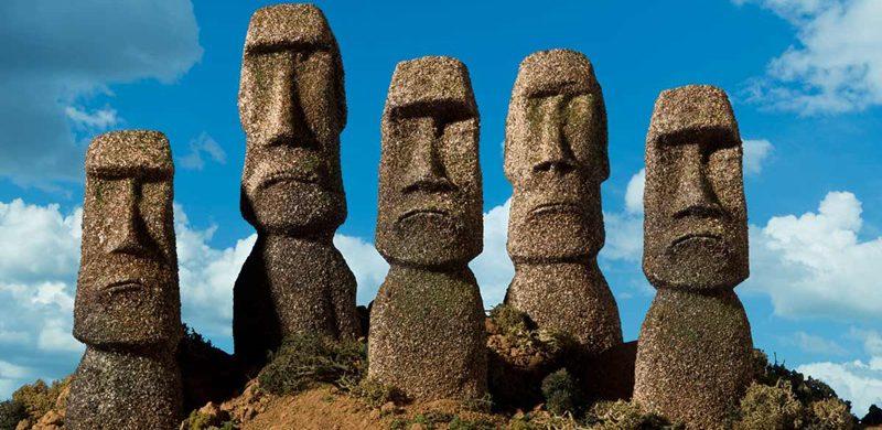 Statues of heads and shoulders on Hawaiian island