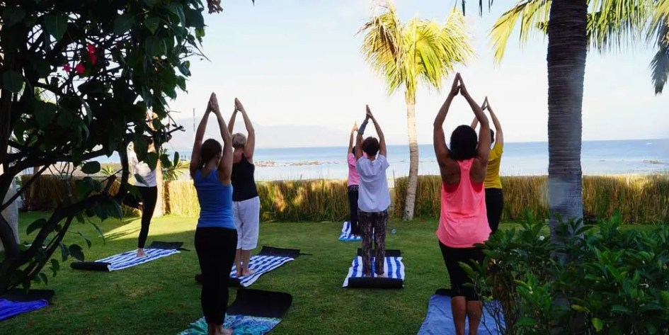 Join a fitness class - staying fit and healthy on holiday
