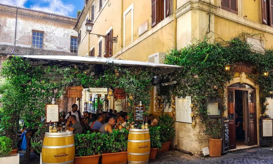 Eating out tips for Rome - Shows pretty Roman restaurant with bushes