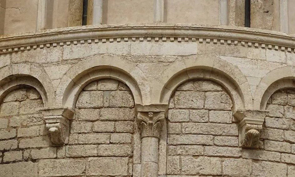 The best Zadar museums - shows historic cathedral wall