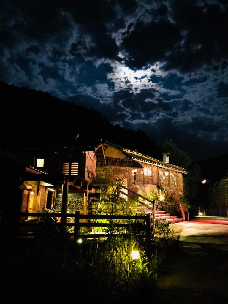 No.5 Valley Inn - a Night Stroll