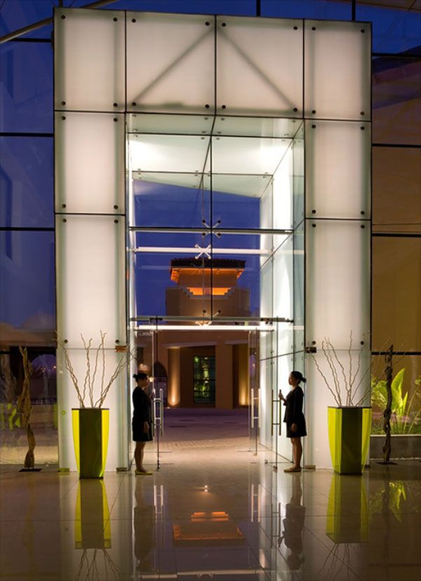 Hoteleingang Traders Qaryat Al Beri
