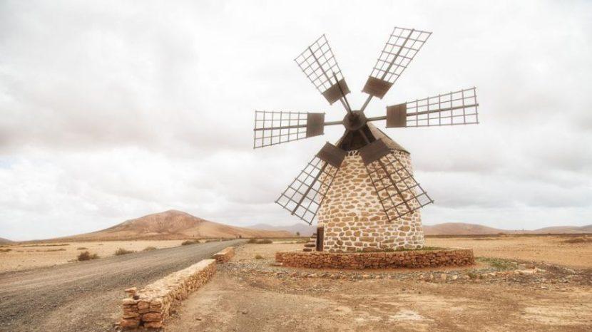 Fuerteventura - Landschaft - Straßen - Windmühle