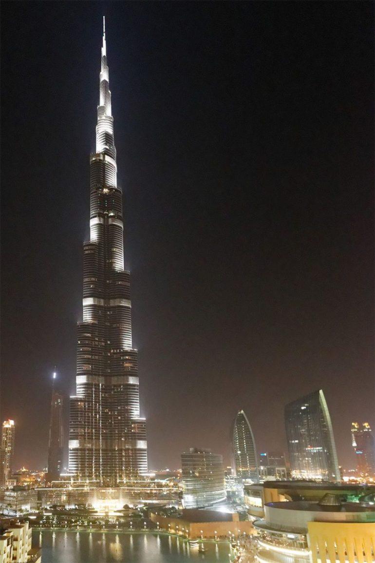 burj_khalifa_dubai_at_night_worldtravlr_net