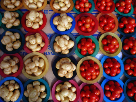 richard-i-anson-tomatoes-and-potatoes-for-sale-at-street-stall-johannesburg-gauteng-south-africa