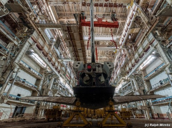 Man Noticed This Abandoned Hangar. But What's Inside Caught Him By Surprise (30)