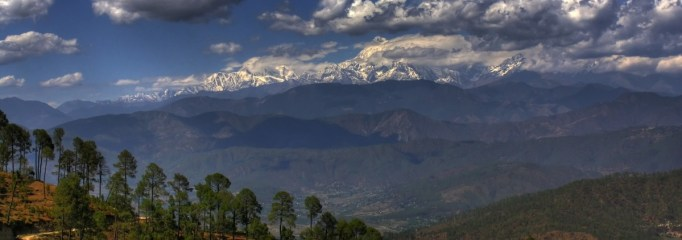Himalayan_panoramic_landscape_as_seen_from_Kausani,_Uttarakhand_in_north_India