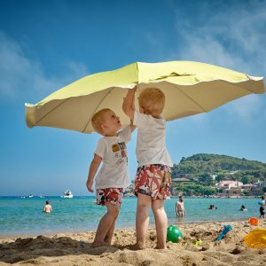 18 Innovative and Fun Things You Can Do at the Beach with Your Kid During        Summer 7