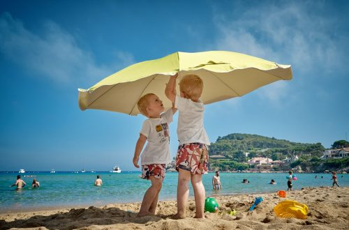 18 Innovative and Fun Things You Can Do at the Beach with Your Kid During        Summer 15