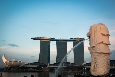 Marina Bay Sands Hotel with the Merlion