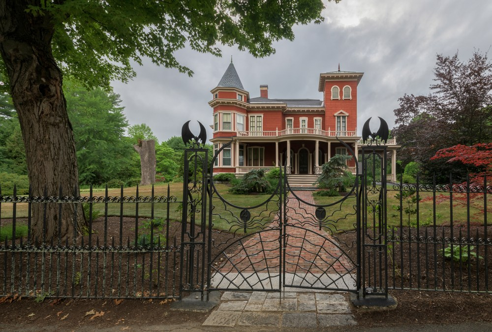 Stephen King House to Become Writers' Retreat