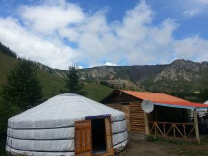 This is a ger. It is the tents that nomadic mongols sleep it. It can be taken down in about 1h