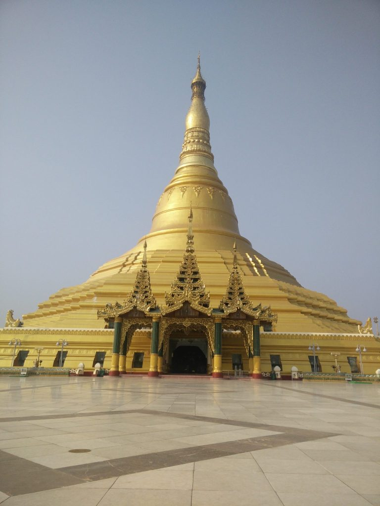The Pagoda seen from outside. Practically noone here