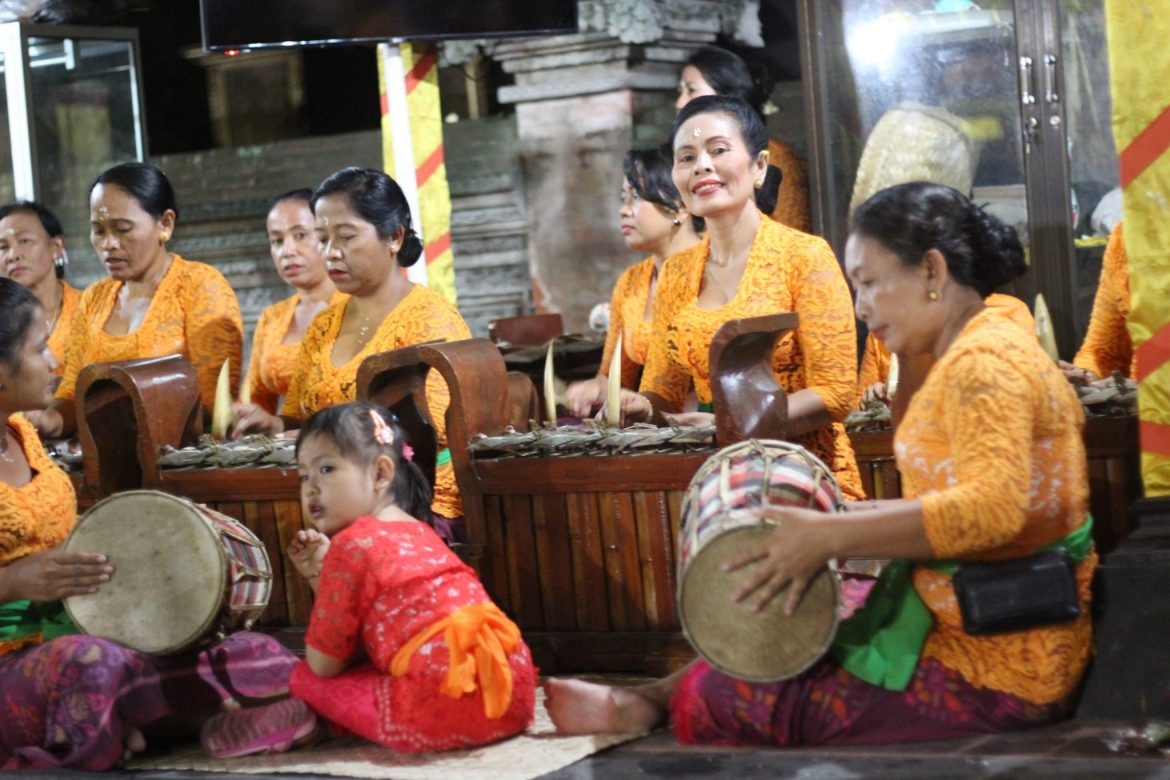 glaungan music on bali