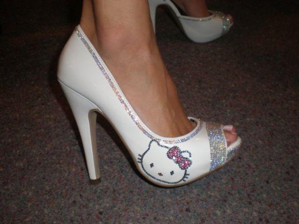 Hello Kitty Wedding Shoes