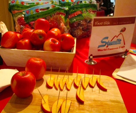 Stemelt Pinata Apple Booth Display