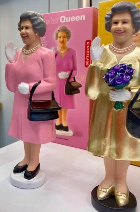 waving queen liz photo by gail worley
