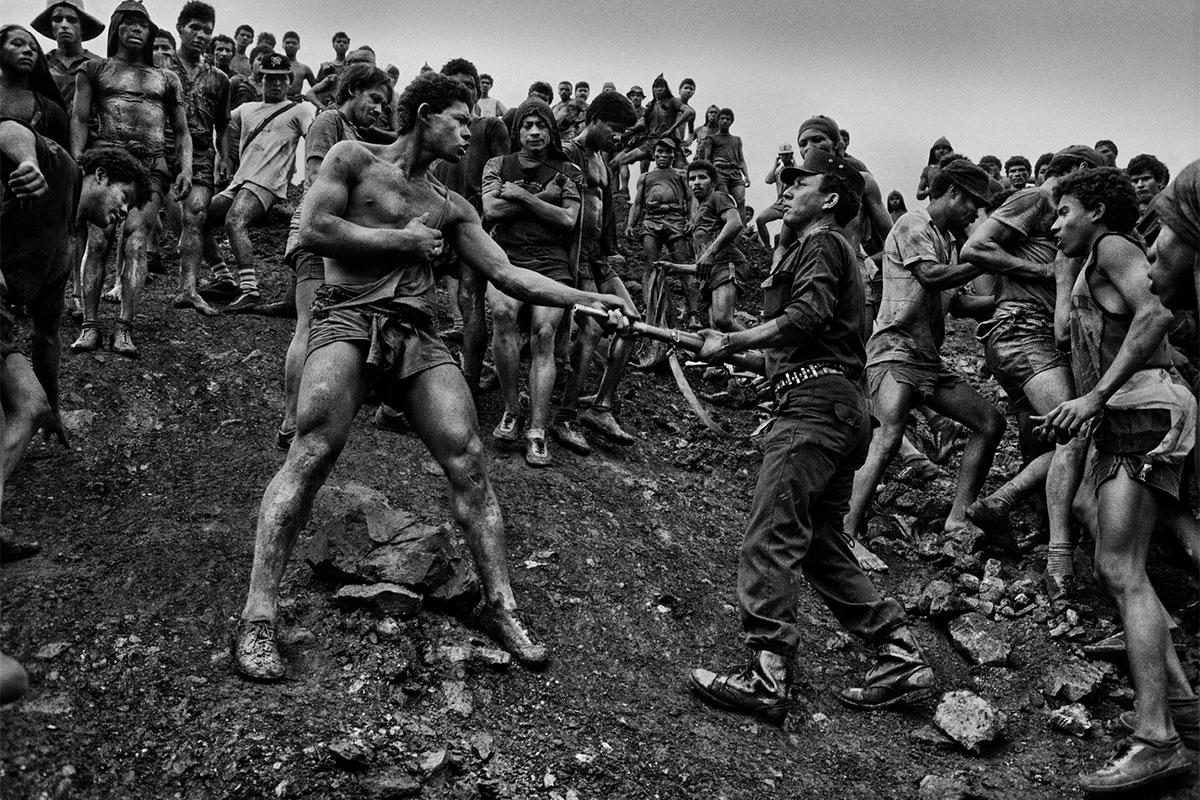 Photo prise dans une mine d'or au Brésil par Salgado