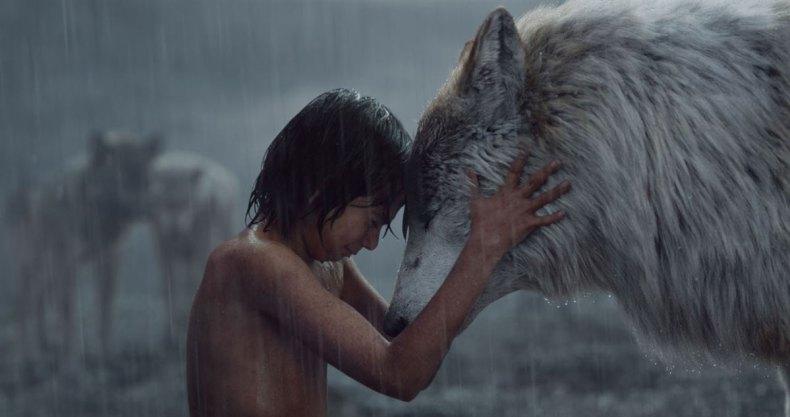 Mowgli et son père adoptif (image : allocine.fr)