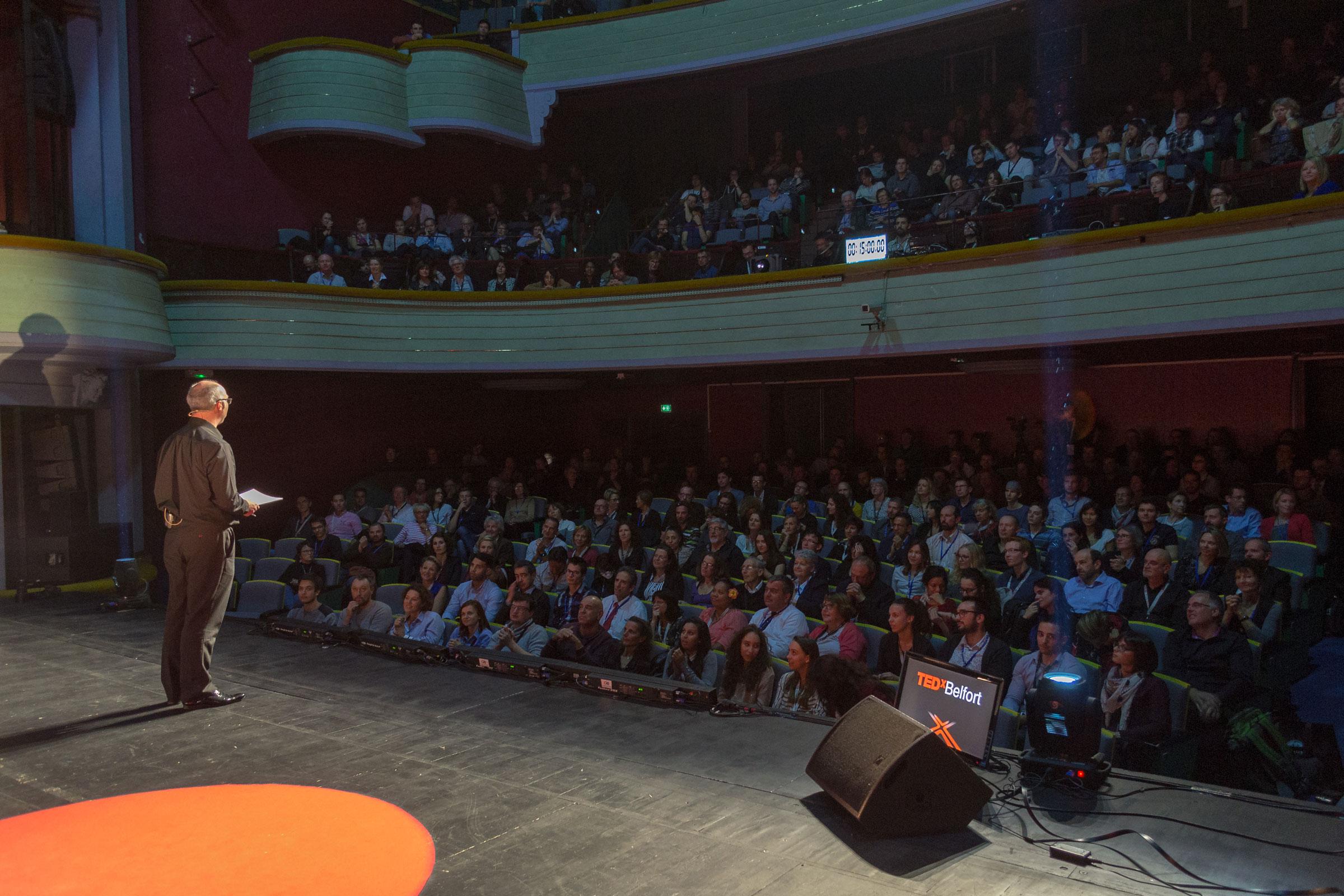 La salle du théâtre Granit à Belfort remplie à hauteur de 500 personnes