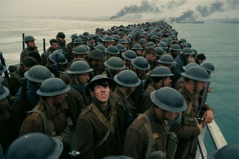 Les soldats Anglais attendent, inquiets (image allocine.fr)
