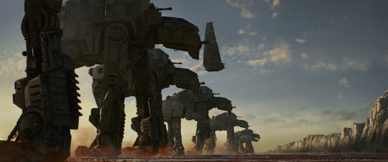 Les AT-M6 contre la Résistance - Crédit photo : Lucasfilm Ltd. © 2017 Lucasfilm Ltd