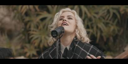 Scandal Of Grace (I'd Be Lost) Live — of Dirt and Grace — Hillsong UNITED