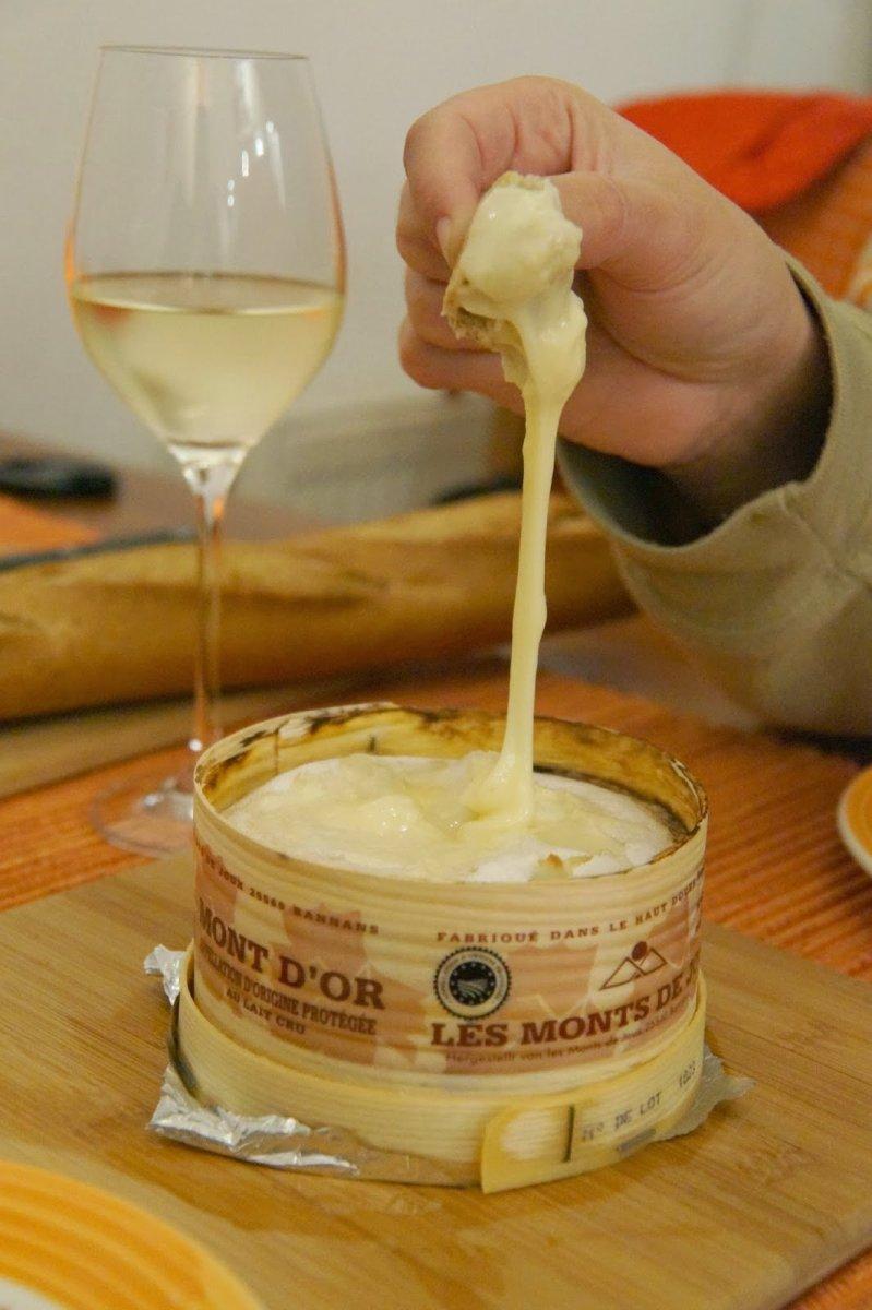 Valentijnsdiner voor twee: Vacherin Mont d'or kaasfondue