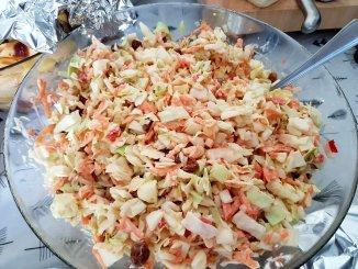 zelfgemaakte coleslaw met spitskool en wortel