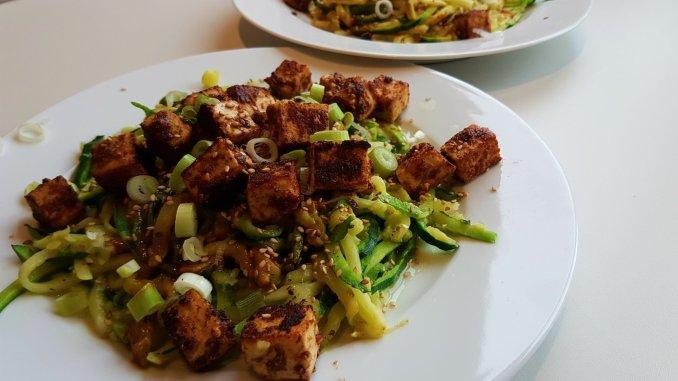 Vegan courgetti met knapperige tofu veganistisch