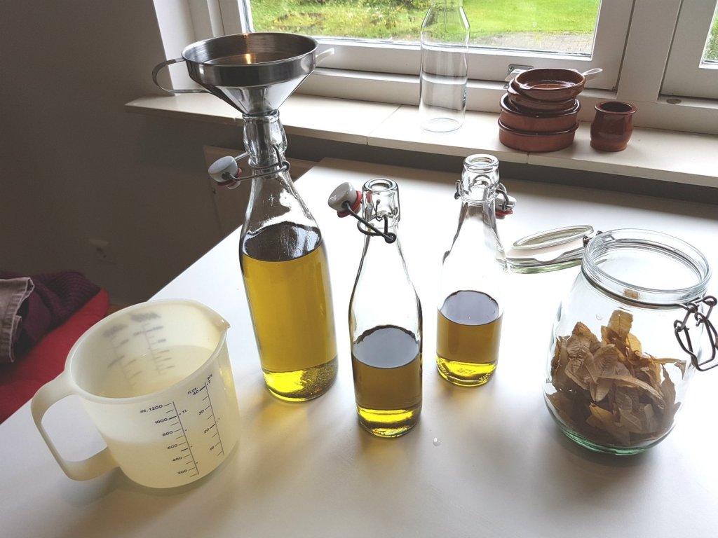 Verveine likeur filteren en mengen met suikerwater