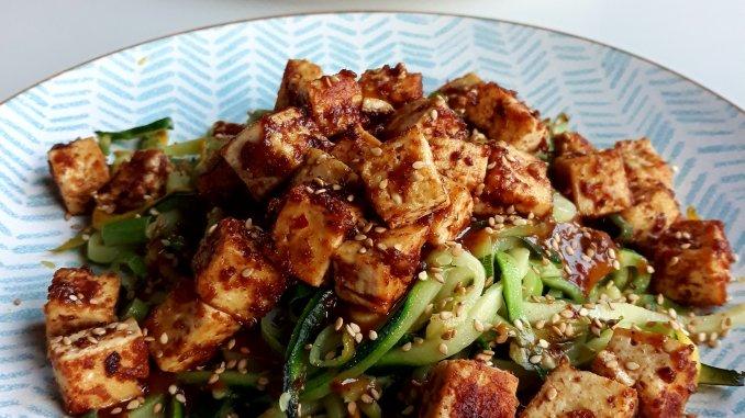 vegan courgetti met tofu