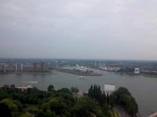 Ausblick auf das zum Hotel umfunktionierte Kreuzfahrtschiff