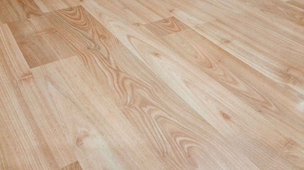 wooden floors is one of the best color floors