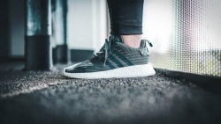 Adidas阿迪达斯 NMD R2 BOOST 休闲运动跑鞋