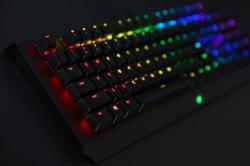 雷蛇Razer BlackWidow X 黑寡妇蜘蛛X幻彩版,悬浮式游戏机械键盘