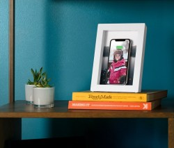 PowerPic picture frame wirelessly charges for your phone