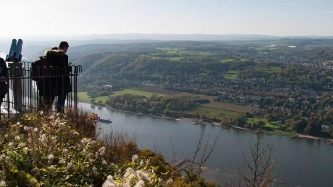 Aussicht vom Drachenfels auf das Rheintal