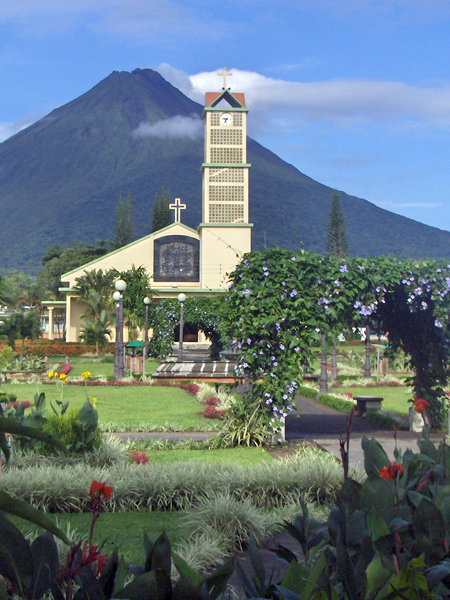 La Fortuna main square with Arenal in the background