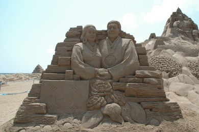 Great East Asia: this sandcastle represents the great people of East Asia and its cultural gift to the world, Confucianism. In case you didn't know, Confucius was born in Shandong province.