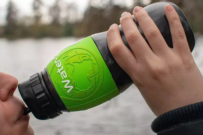 Would Be Traveller Water-to-go review bottle drinking